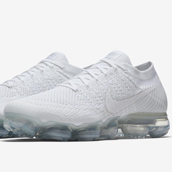 Nike Air Vapormax White Christmas Size 9